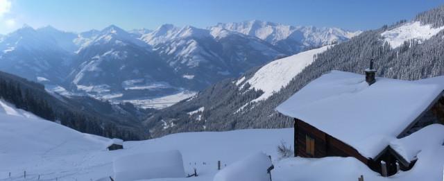 Foto: Wolfgang Lauschensky / Ski Tour / Zirmkogel (2215m) / Blick von der Gitschalm in die Hohen Tauern jenseits der Salzach / 12.02.2013 17:00:50