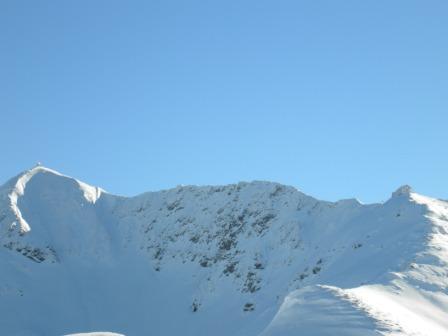 Foto: privatemica / Ski Tour / Von der Pirchneraste auf das Kellerjoch (2344m)  / Blick auf die Kellerjochhütte und anschließender Gipfelkapelle. Von da aus hat man ein traumhaftes Panorama in alle Himmelsrichtungen. / 24.06.2008 14:46:53