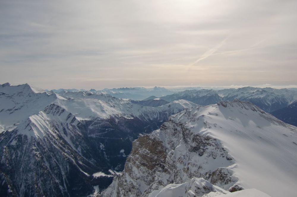 Foto: Thomas Paschinger / Ski Tour / Von Dax auf die Amthorspitze (2748m) / Blick nach Süden zu den Dolomiten / 12.02.2010 15:11:01