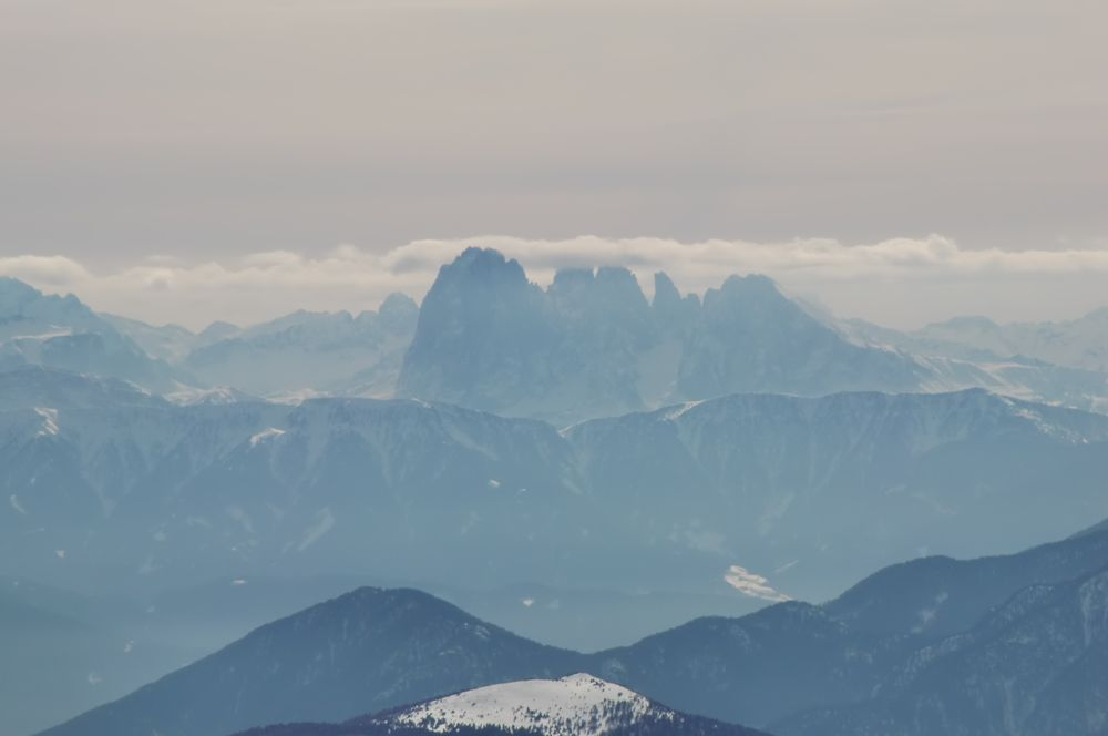 Foto: Thomas Paschinger / Ski Tour / Von Dax auf die Amthorspitze (2748m) / Langkofelgruppe (Grödner Tal) / 12.02.2010 15:10:15