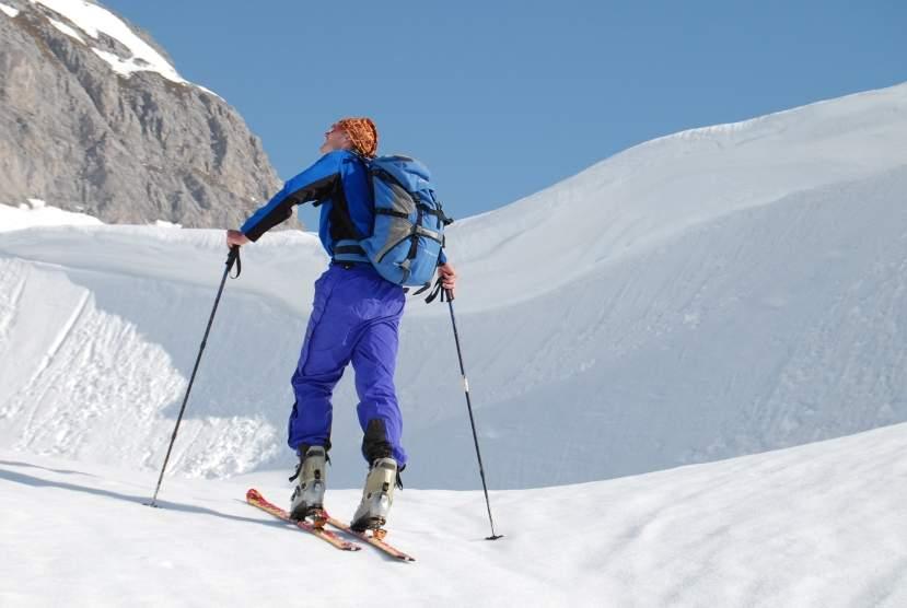 Foto: Bernhard Berger / Skitour / Über die Arzler Reise zur Arzler Scharte / Wechten in der Arzler Scharte (Foto Bernd Golas) / 24.04.2009 12:48:15