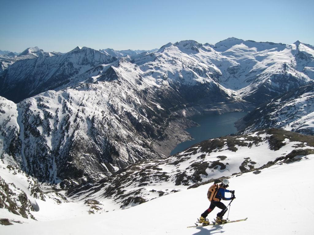 Foto: Heidi Schützinger / Ski Tour / Mittleres Schwarzhorn (2931m) / Während des Aufstieges hat man immer den schönen Blick auf den Kölnbreinspeicher und die umliegenden schönen Gipfel. / 12.06.2010 17:02:53