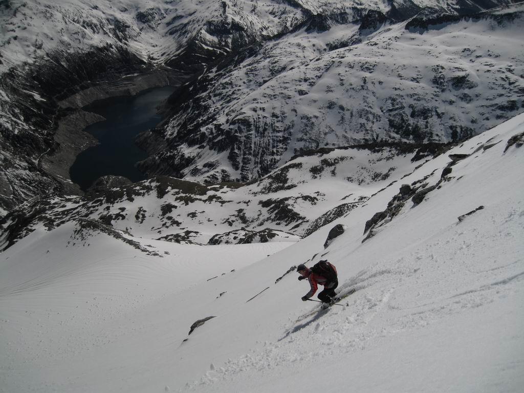 Foto: Heidi Schützinger / Ski Tour / Mittleres Schwarzhorn (2931m) / Das Schwarzhorn bietet wunderbaren Abfahrtshänge  / 12.06.2010 17:04:17