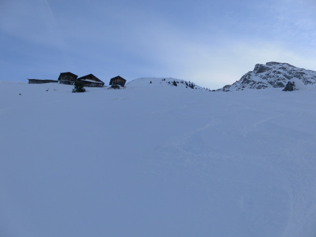 Foto: Wolfgang Lauschensky / Ski Tour / Von Aurach auf den Staffkogel (2115m) / unter der Staffalm, dahinter Kornbichl / 02.01.2013 18:13:20