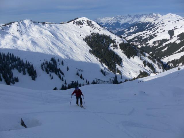 Foto: Wolfgang Lauschensky / Ski Tour / Von Aurach auf den Staffkogel (2115m) / Hahnenkampl und Laubkogel, im Hintergrund das Kaisergebirge / 02.01.2013 18:12:51