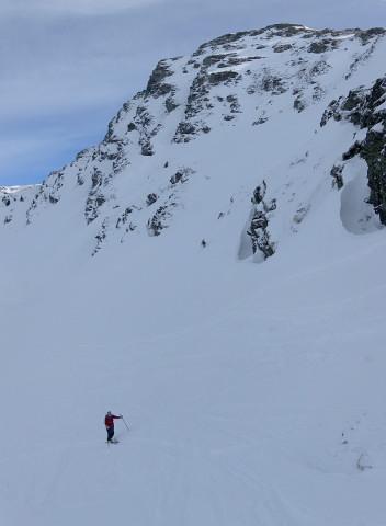 Foto: Wolfgang Lauschensky / Ski Tour / Von Aurach auf den Staffkogel (2115m) / unter der steilen Westflanke des Staffkogels / 02.01.2013 18:12:39