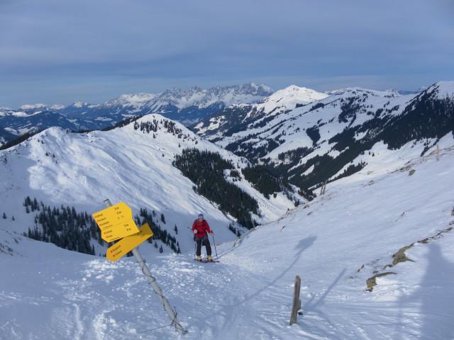 Foto: Wolfgang Lauschensky / Ski Tour / Von Aurach auf den Staffkogel (2115m) / Oberreiter Joch und sonnenstrahlendes Kitzbüheler Horn / 02.01.2013 18:12:21