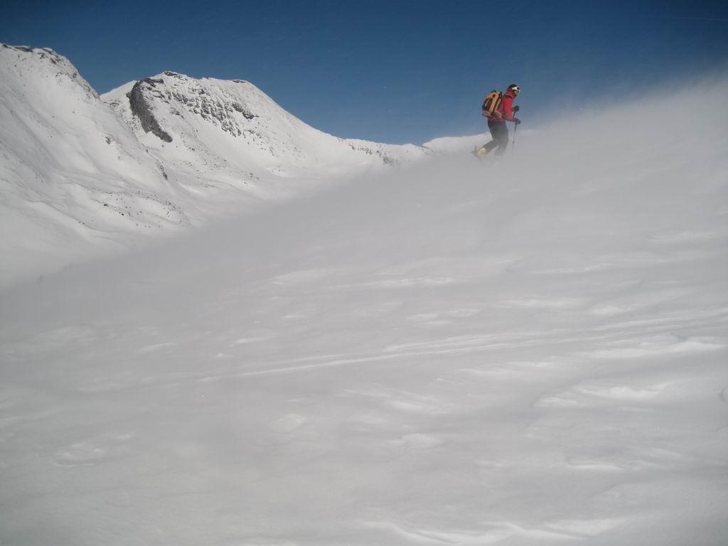 Foto: Heidi Schützinger / Ski Tour / Stubeck (2370m) / Stürmischer Aufstieg von der Kramerhütte. Im Hintergrund das Reitereck. / 21.03.2010 08:28:58
