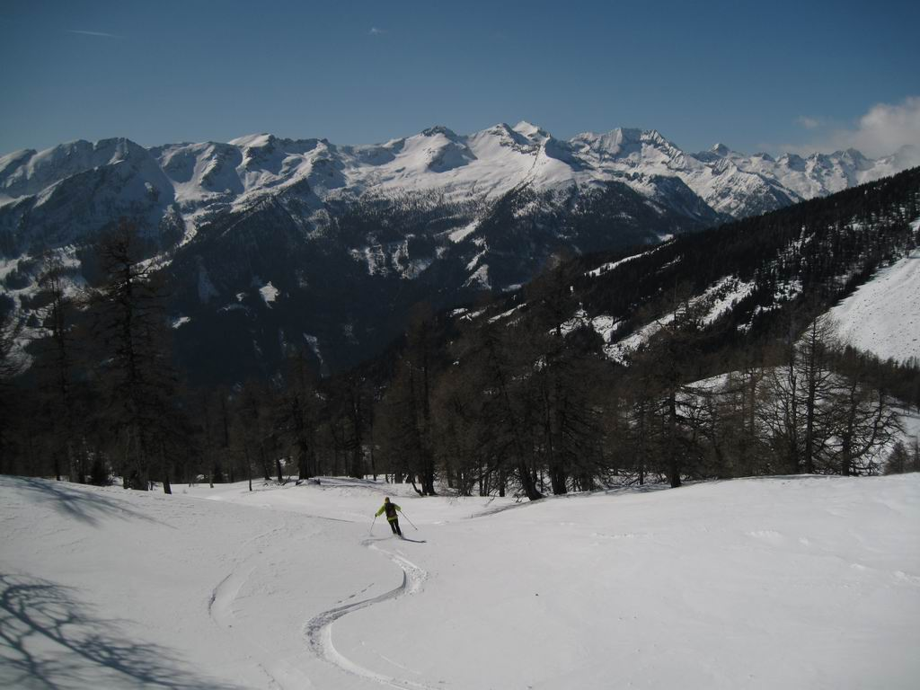 Foto: Heidi Schützinger / Ski Tour / Stubeck (2370m) / Abfahrt Richtung Kramerhütte mit Blick in die Reißeckgruppe. / 21.03.2010 08:30:16