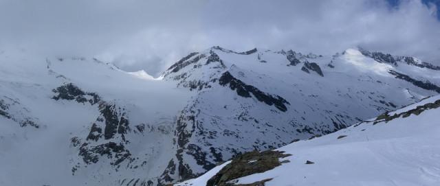Foto: Wolfgang Lauschensky / Ski Tour / Von der Kürsingerhütte auf die Schlieferspitze (3290m) / Quergang von links unten zur Schlieferspitze rechts oben von der Kürsingerhütte aus gesehen. / 07.05.2013 16:01:10