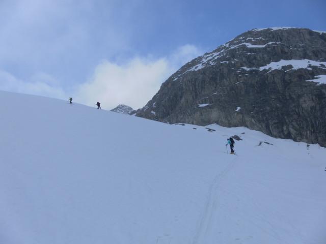 Foto: Wolfgang Lauschensky / Ski Tour / Von der Kürsingerhütte auf die Schlieferspitze (3290m) / erste Gletschersteilstufe / 07.05.2013 16:00:43