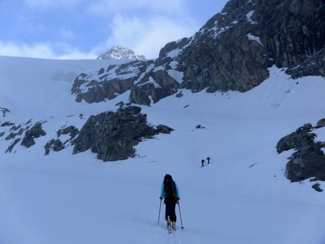 Foto: Wolfgang Lauschensky / Ski Tour / Von der Kürsingerhütte auf die Schlieferspitze (3290m) / Firnband zur zweiten Steilstufe / 07.05.2013 16:00:34