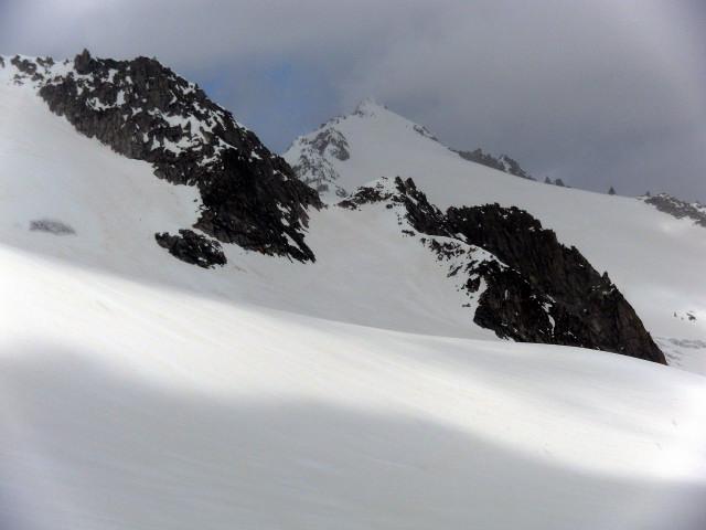Foto: Wolfgang Lauschensky / Ski Tour / Von der Kürsingerhütte auf die Schlieferspitze (3290m) / Firntrapez unter dem Sonntagskopf, dahinter Schlieferspitze / 07.05.2013 15:59:51