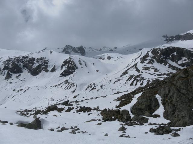 Foto: Wolfgang Lauschensky / Ski Tour / Von der Kürsingerhütte auf die Schlieferspitze (3290m) / Abfahrtsmulde aus dem oberen Keesboden / 07.05.2013 15:58:23