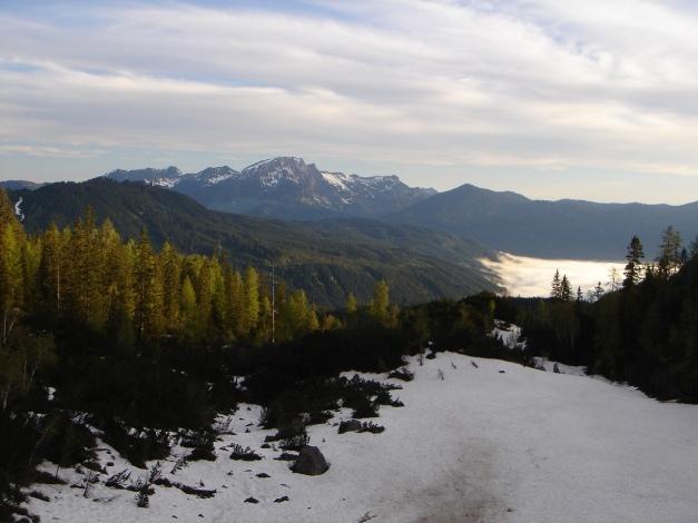 Foto: Manfred Karl / Ski Tour / Manndlscharte (2098m) / Der Tag verspricht schön zu werden. Im Hintergrund das Gamsfeld. / 27.01.2009 20:58:37