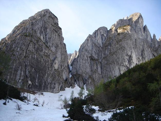 Foto: Manfred Karl / Ski Tour / Manndlscharte (2098m) / Der Steiglweg wird begleitet von den kühnen Zacken und Türmen des Gosaukammes / 27.01.2009 20:56:47