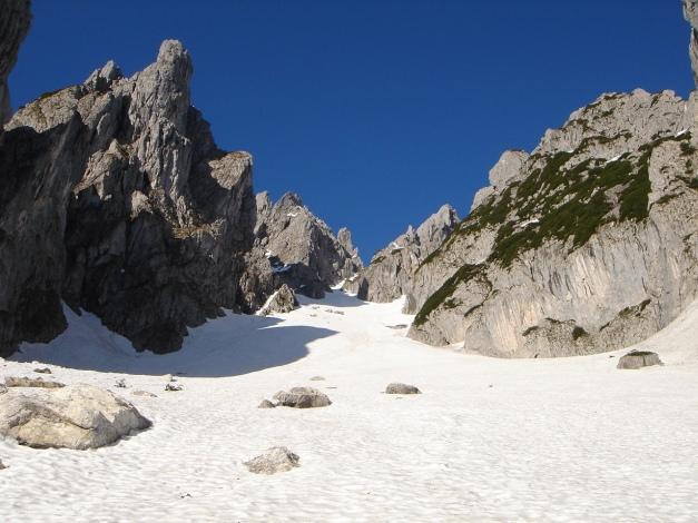 Foto: Manfred Karl / Ski Tour / Manndlscharte (2098m) / Das lange Kar der Wasserriese mit abschließender Steilrinne zur Manndlscharte / 27.01.2009 20:53:43