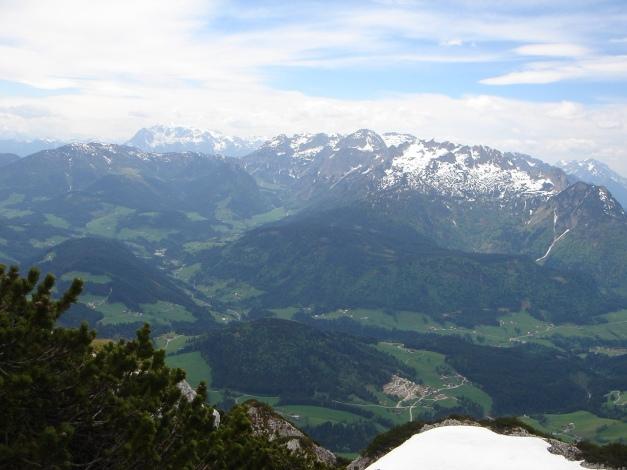 Foto: Manfred Karl / Ski Tour / Manndlscharte (2098m) / Ausblick von der Weitscharte gegen Hochkönig und Tennengebirge / 27.01.2009 20:42:01