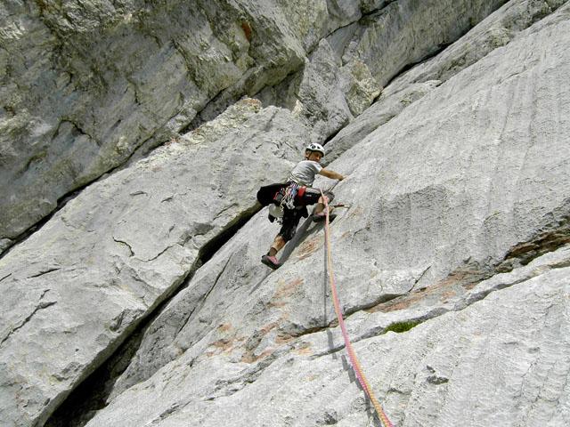 Foto: Kühberger Rudolf / Kletter Tour / Asterix und Obelix auf dem Weg nach Rom   / Reiter Sepp klettert in der traumhaften 5. Sl. . / 27.07.2010 17:54:16