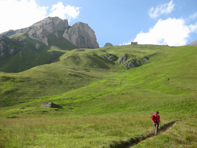Foto: Wolfgang Lauschensky / Klettersteig Tour / Rote Saile (2879m) - Nordkanten-Klettersteig / Almwiesen vor Sajathütte, dahinter Rote Saile / 26.07.2011 23:36:04
