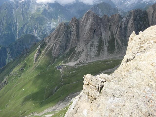Foto: Wolfgang Lauschensky / Klettersteig Tour / Rote Saile (2879m) - Nordkanten-Klettersteig / Rote Saile und Sajathütte vom Abstieg über Sajatkopf / 26.07.2011 23:35:50