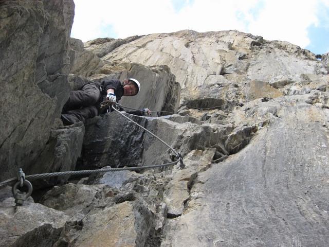 Foto: Wolfgang Lauschensky / Klettersteig Tour / Rote Saile (2879m) - Nordkanten-Klettersteig / steil zu den ersten Leitern / 26.07.2011 23:35:11