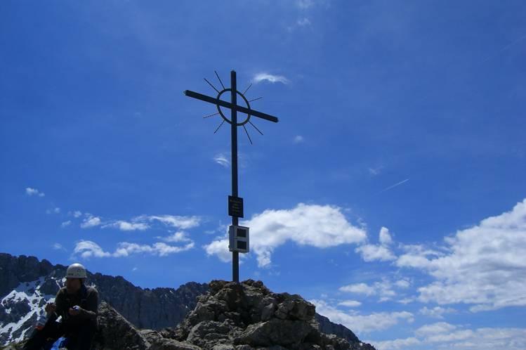 Foto: Thomas Paschinger / Klettersteig Tour / Klettersteig Seeben und Klettersteig Vorderer Tajakopf / Gipfelkreuz Vorderer Tajakopf (2450m) / 25.07.2009 14:16:03