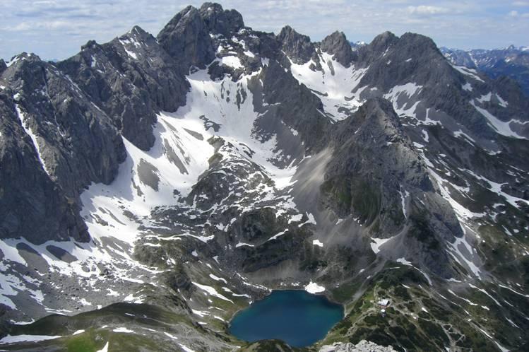 Foto: Thomas Paschinger / Klettersteig Tour / Klettersteig Seeben und Klettersteig Vorderer Tajakopf / in den Talkessel mit dem Drachensee und der Coburger Hütter / 25.07.2009 14:15:38
