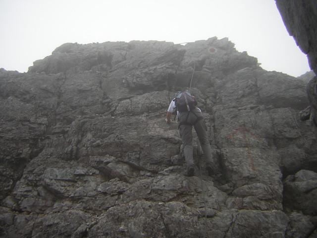Foto: Wolfgang Lauschensky / Klettersteig Tour / Über den Schlicker Klettersteig auf die Große Ochsenwand / nordseitige Gipfelwand im Abstieg / 11.10.2012 09:31:00