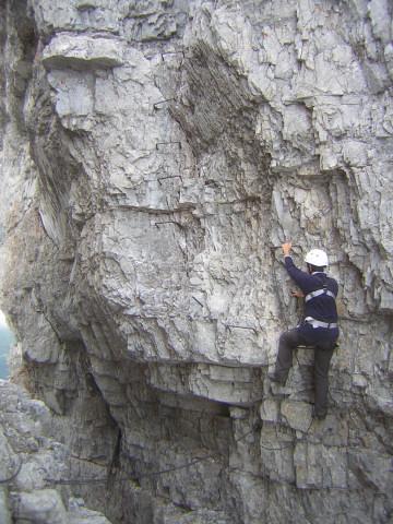 Foto: Wolfgang Lauschensky / Klettersteigtour / Klettersteig Ilmspitze / wieder steil hinauf nach der Schluchtspreizung / 22.07.2011 18:36:05