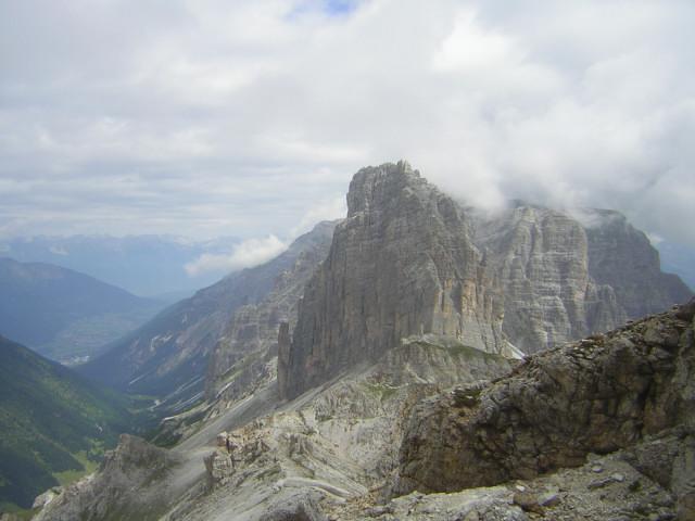 Foto: Wolfgang Lauschensky / Klettersteigtour / Klettersteig Ilmspitze / Pinnistal links der Ilmspitze von der Kalkwand aus gesehen / 22.07.2011 18:34:51