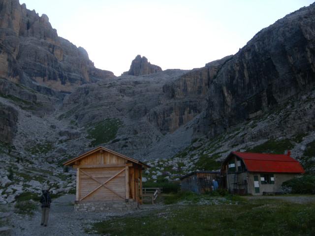 Foto: Wolfgang Lauschensky / Klettersteig Tour / Bocchette Weg - Sentiero SOSAT / Zustieg vom Rifugio Brentei zum Rifugio Alimonta / 30.08.2013 21:19:24