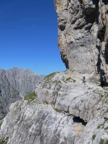 Foto: Wolfgang Lauschensky / Klettersteig Tour / Bocchette Weg - Sentiero SOSAT / vor dem 'Kriechband' / 30.08.2013 21:18:22