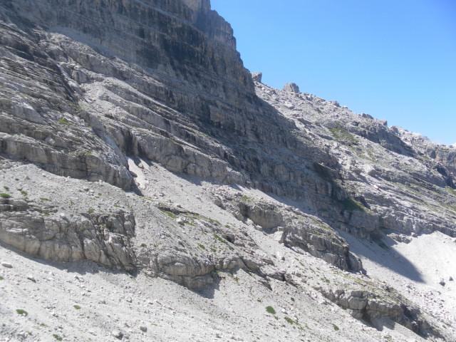 Foto: Wolfgang Lauschensky / Klettersteig Tour / Bocchette Weg - Sentiero SOSAT / Rückblick in die Nordflanke und das Blockfeld / 30.08.2013 21:14:43