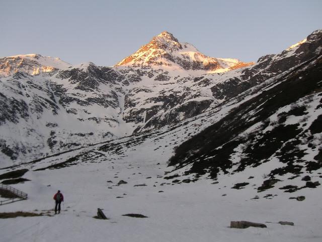 Foto: Wolfgang Lauschensky / Skitour / Von Sportgastein auf das Schareck / Morgenerwachen am Naßfeld / 22.04.2012 18:25:13