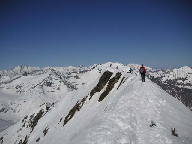 Foto: Wolfgang Lauschensky / Skitour / Von Sportgastein auf das Schareck / Gipfelgrat zum Schareck / 22.04.2012 18:23:52