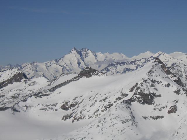 Foto: Wolfgang Lauschensky / Skitour / Von Sportgastein auf das Schareck / Gipfelblick nach Westen in die Glocknergruppe hinter dem Rauriser Sonnblick / 22.04.2012 18:23:40