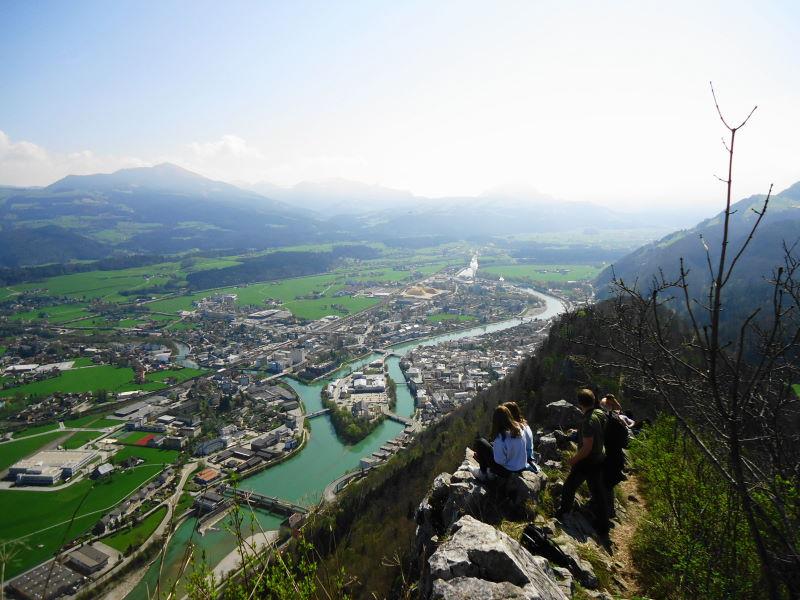 Foto: Günter Siegl / Wander Tour / Auf den Kleinen und Großen Barmstein / Gipfel Kl. Barmstein mit Blick auf Hallein / 04.05.2017 20:45:31