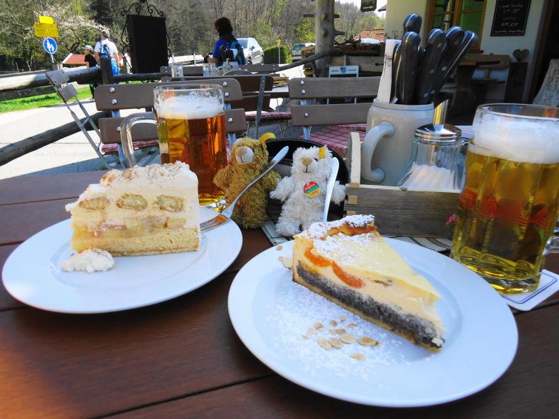 Foto: Günter Siegl / Wander Tour / Auf den Kleinen und Großen Barmstein / Cafe Barmstein - herrliche Köstlichkeiten! / 04.05.2017 20:44:22