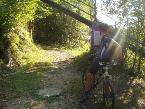 Foto: hofchri / Mountainbike Tour / Rund um den Staufen / am Salinenweg / 12.10.2009 19:38:28