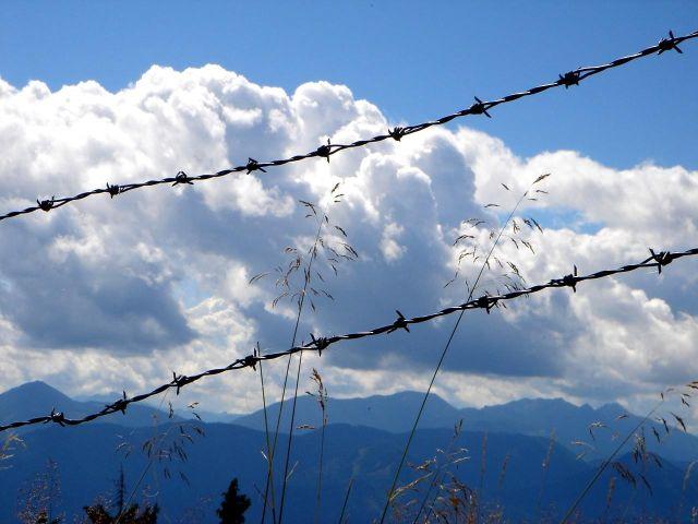 Foto: Manfred Karl / Wander Tour / Mirnock, 2110 m / Zum Glück ist die Perspektive auf den Bergen nicht wirklich so. / 05.06.2008 17:40:55