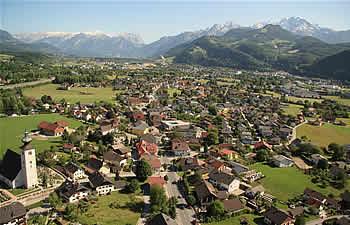 Foto: Fungo / Wander Tour / Wanderung auf den Almerberg / Blick nach Oberalm hinunter / 17.02.2011 14:24:40