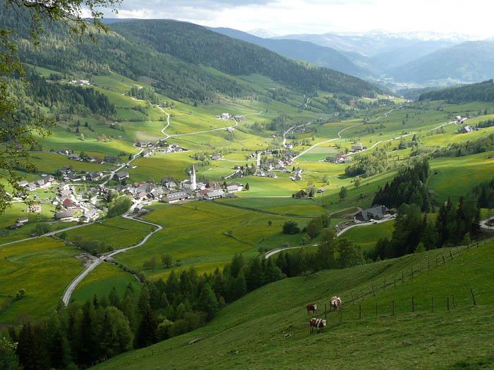 Foto: Lenswork.at / Ch. Streili / Wander Tour / Gummaberg und Kreuzhöhe (2566 m) / Blick nach Lessach / 27.05.2008 12:01:08