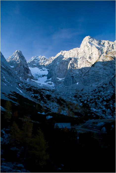 Foto: Rafael Soutschek / Wander Tour / Über die Blaueishütte auf den Hochkalter / Aussicht auf den Blaueisgletscher unweit der Blaueishütte morgens um 8.30 Uhr / 17.05.2009 11:58:09