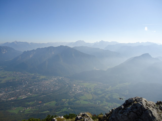 Foto: Günter Siegl / Klettersteig Tour / Pidinger Klettersteig / Blick auf Bad Reichenhall und die Berchtesgadener mit Watzmann und  Hochkalter. / 07.10.2011 10:47:47