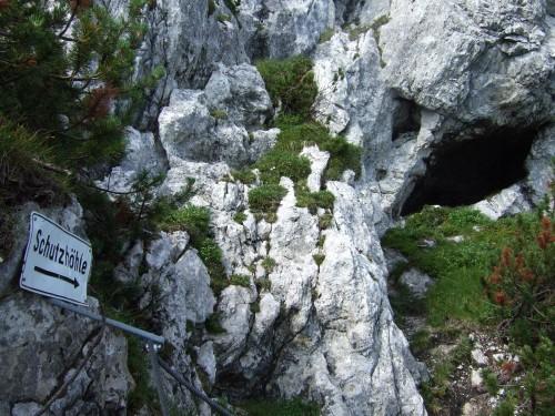 Foto: hofchri / Klettersteig Tour / Pidinger Klettersteig / Schutzhöhle vor der steilen Schlussrampe (viel C und D) / 21.02.2009 22:57:31