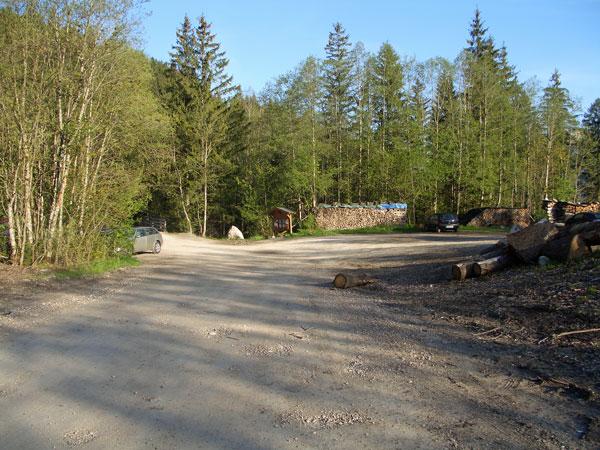 Foto: vince 51 / Wander Tour / Vilser Kegel / der (noch fast leere) Parkplatz / 12.05.2011 23:29:42
