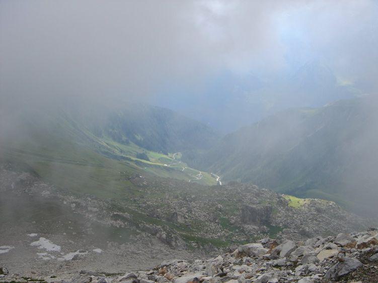 Foto: Manfred Karl / Mountainbike Tour / Auf die Junsbergalm / Dichter Nebel verhinderte eine Tour an der Kalkwand. Blick hinunter zur Bikestrecke. / 06.05.2008 20:04:47