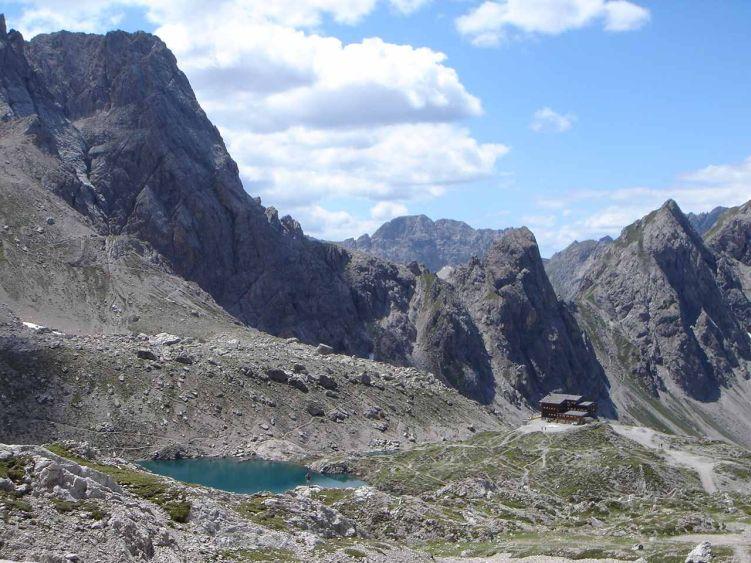 Foto: Manfred Karl / Mountainbike Tour / Über die Dolomitenhütte zur Karlsbader Hütte / Ein kleiner Ausflug per Pedes (oder gar ein Gipfel?) lohnt sich von der Hütte auf jeden Fall noch. / 06.05.2008 19:55:40