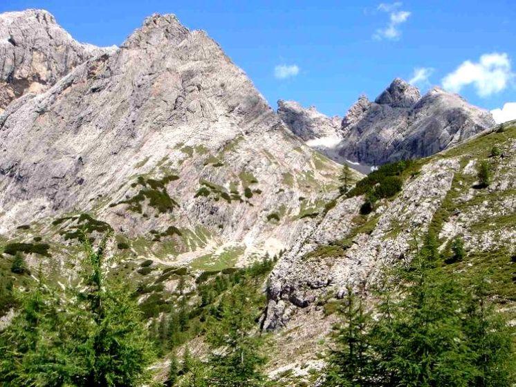 Foto: Manfred Karl / Mountainbike Tour / Über die Dolomitenhütte zur Karlsbader Hütte / Kleine Laserzwand und Sandspitzenkamm / 06.05.2008 19:52:59
